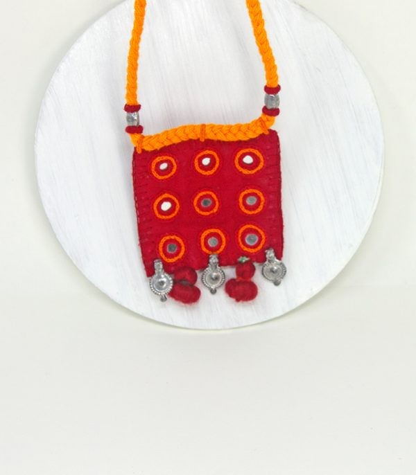 Wele, kach, zink Para Hand Embroidered Necklace